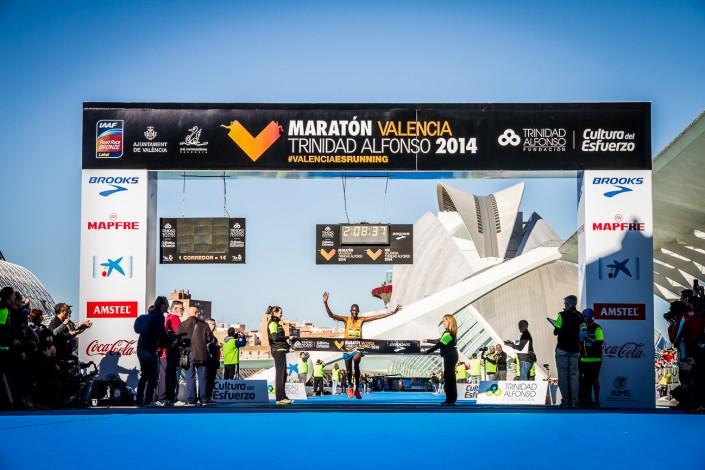Fotografia deportiva running del Maratón de Valencia Trinidad Alfonso 2014