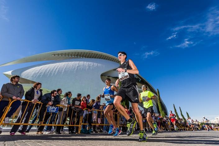 Fotografia deportiva running de la Maraton Valencia Divina Pastora 2013